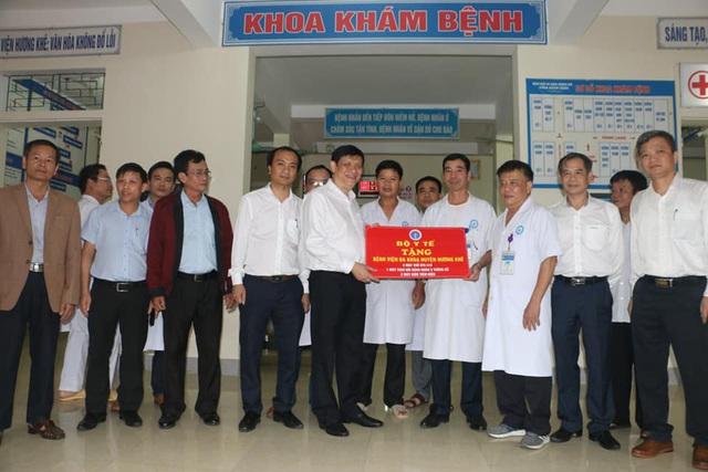 Quyền Bộ trưởng Nguyễn Thanh Long thăm và làm việc tại các cơ sở y tế của Hà Tĩnh - Ảnh 3.