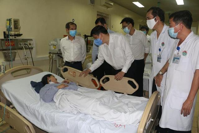 Quyền Bộ trưởng Nguyễn Thanh Long thăm và làm việc tại các cơ sở y tế của Hà Tĩnh - Ảnh 1.