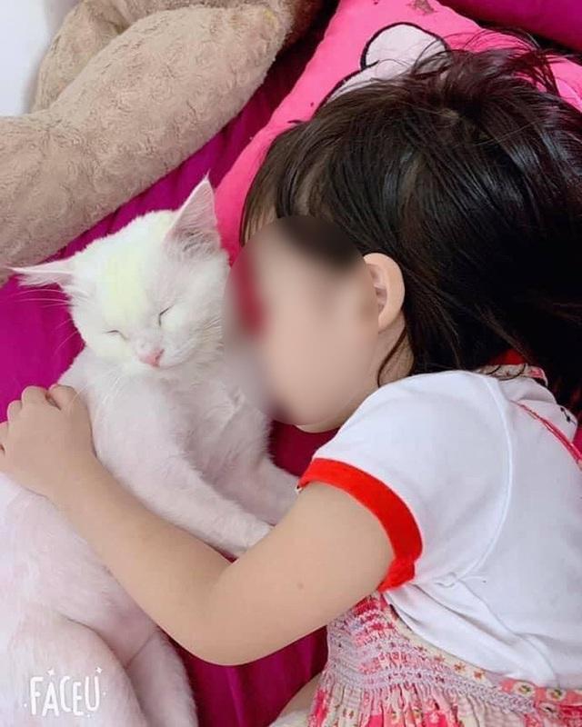 Bé gái 5 tuổi tử vong vì học theo trò treo cổ trên Youtube: Bài học đắt giá cảnh tỉnh cho các gia đình - Ảnh 2.
