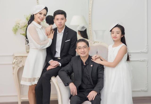"""Nhân ngày 20/10, cựu người mẫu Thuý Hằng: """"20 năm hôn nhân chúng tôi chưa một lần to tiếng - Ảnh 2."""