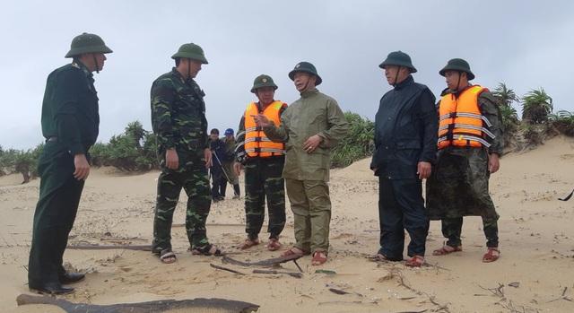 Tàu hàng siêu to, nặng gần 30 ngàn tấn bị trôi dạt mắc cạn ở bờ biển Quảng Bình - Ảnh 2.