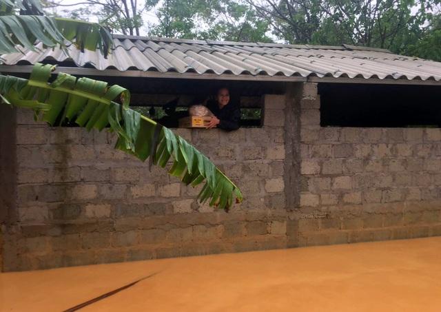 Phóng viên Báo Gia đình & Xã hội cùng lực lượng chức năng cứu trợ người dân tỉnh Quảng Trị - Ảnh 3.