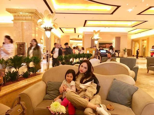 Chân dung người phụ nữ Hương Giang Idol mượn thân phận để nổi tiếng, sống lặng lẽ bên chồng con - Ảnh 6.