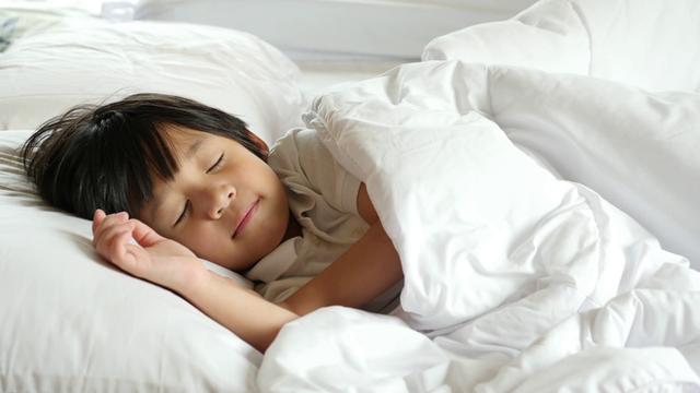 2 khung giờ giúp trẻ tăng trưởng chiều cao mạnh mẽ nhất: Nên để trẻ ngủ sâu - Ảnh 1.