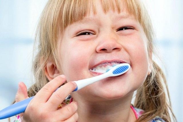 Sốc khi bé 8 tuổi bị phẫu thuật não do sâu răng, chuyên gia chỉ rõ cảnh giác với căn bệnh tưởng đơn giản này - Ảnh 4.