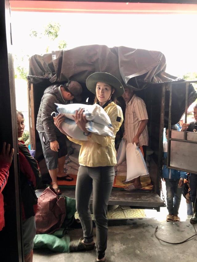 Hoa hậu hoàn vũ Việt Nam chung tay hỗ trợ cộng đồng, khắc phục thiên tai bão lũ - Ảnh 1.