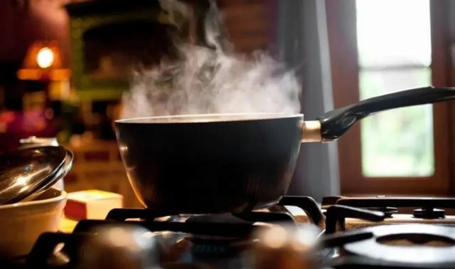 Nếu người Việt cứ duy trì 3 kiểu nấu ăn này thì chẳng khác nào tự nuôi mầm ung thư mà không biết - Ảnh 2.
