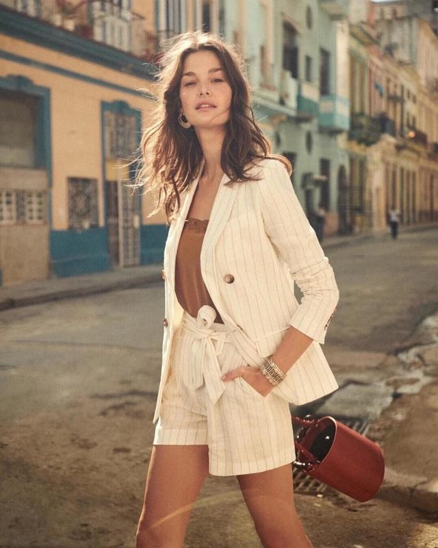 Trời se lạnh chưa biết mặc gì vừa đẹp vừa chất thì bạn hãy diện áo blazer và quần short là có ngay outfit 10 điểm - Ảnh 3.