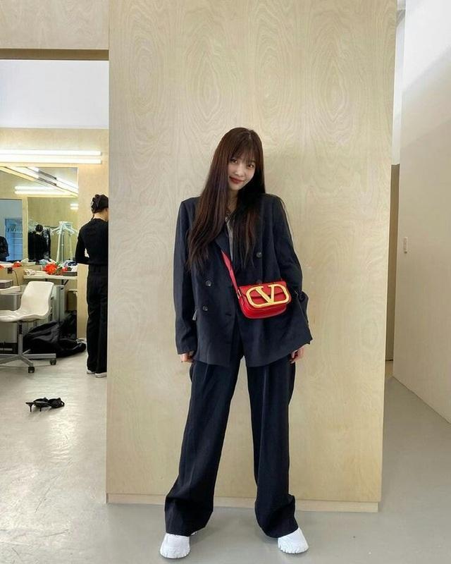 Muôn kiểu diện blazer cá tính như BLACKPINK và dàn mỹ nhân Hàn - Ảnh 9.