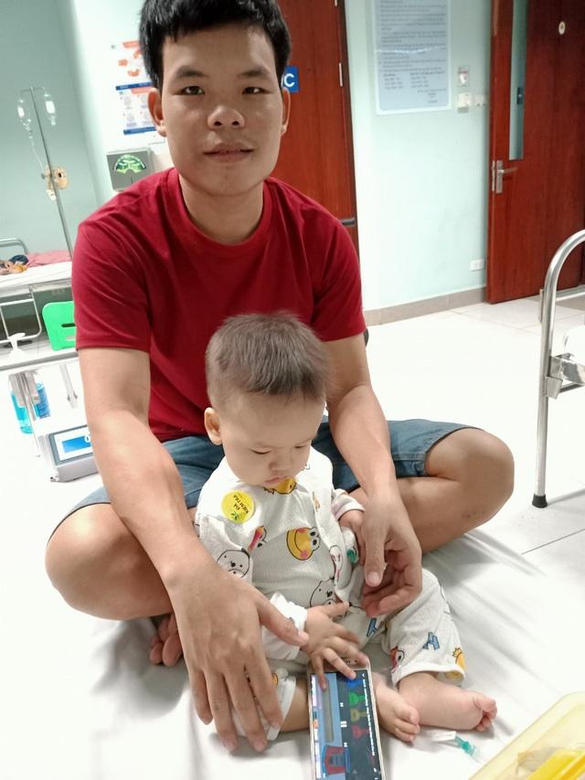 Sức khoẻ bé 1 tuổi đã ung thư bàng quang giờ ra sao? - Ảnh 3.
