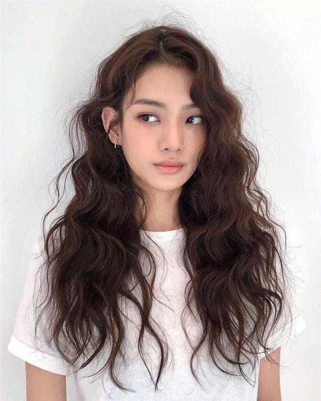 5 kiểu tóc chân ái cho nàng mặt tròn, khiến nhan sắc thanh tú như mới đi tiêm cằm Vline - Ảnh 6.