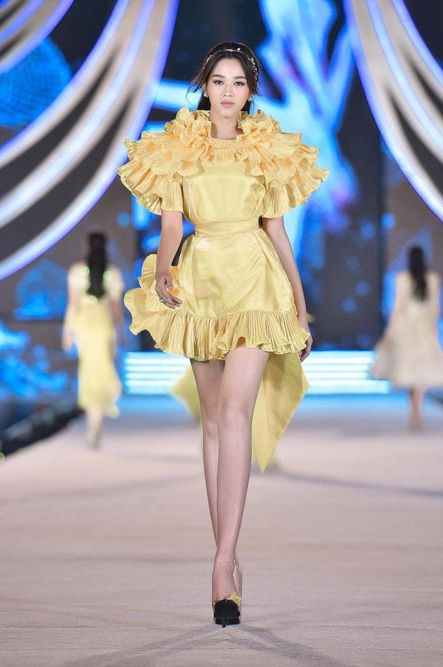 Cô gái có đôi chân dài 1,11 m ở Hoa hậu Việt Nam 2020 - Ảnh 2.