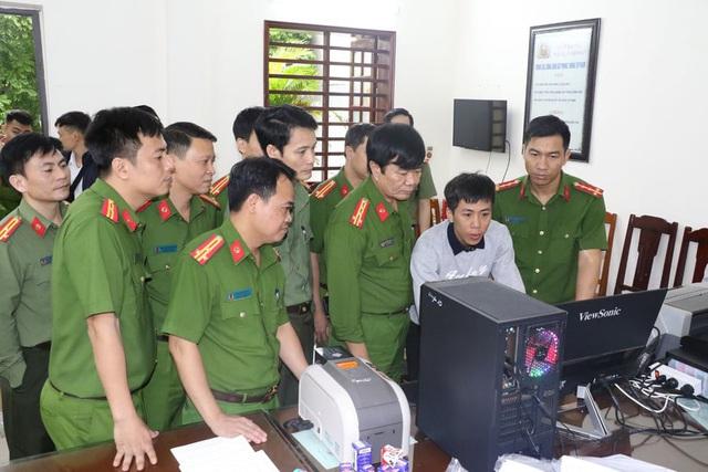 Giám đốc Trung tâm GDTX Thanh Hóa lên tiếng vụ 2 cán bộ bị bắt trong đường dây làm giả văn bằng, chứng chỉ - Ảnh 1.