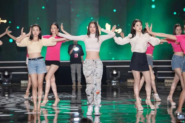 """Trước """"giờ G"""" Hoa hậu Việt Nam 2020 """"soi"""" Hoàng Thùy Linh, Minh Tuyết cùng dàn sao tổng duyệt - Ảnh 1."""
