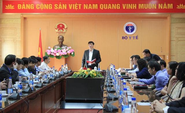 Bộ trưởng Bộ Y tế: Nguy cơ nhiễm COVID-19 từ các nước vào Việt Nam là rất lớn và hiện hữu - Ảnh 2.