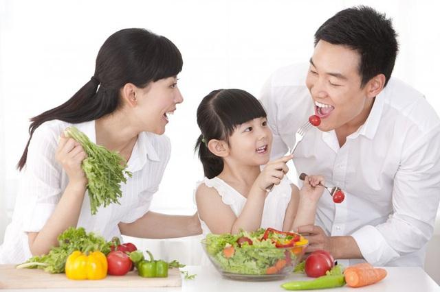 Chuyên gia hướng dẫn cách ăn uống hợp lý phòng ngừa nguy cơ mắc bệnh - Ảnh 2.