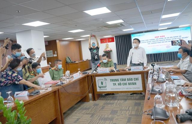 Khởi tố vụ tiếp viên Vietnam Airlines làm lây lan COVID-19 tại TP.HCM - Ảnh 2.