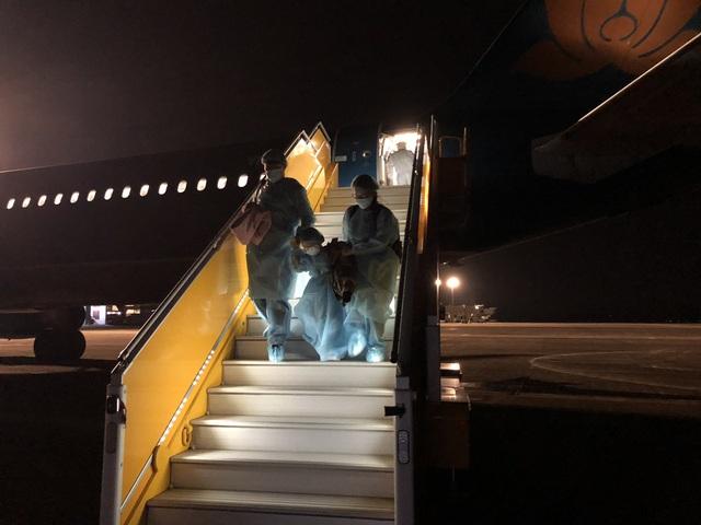 Những hình ảnh chưa biết về chuyến bay đưa công dân Việt Nam từ Vũ Hán về nước - Ảnh 11.