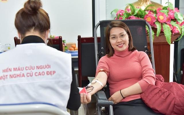 Hàng nghìn cán bộ y tế tham gia hiến máu trong mùa dịch corona - Ảnh 2.