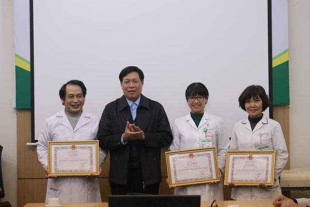 Thứ trưởng Bộ Y tế: 3 y bác sĩ đón công dân Việt Nam trở về từ Vũ Hán là tấm gương quý - Ảnh 2.