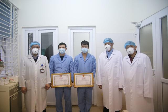 Thứ trưởng Bộ Y tế: 3 y bác sĩ đón công dân Việt Nam trở về từ Vũ Hán là tấm gương quý - Ảnh 4.