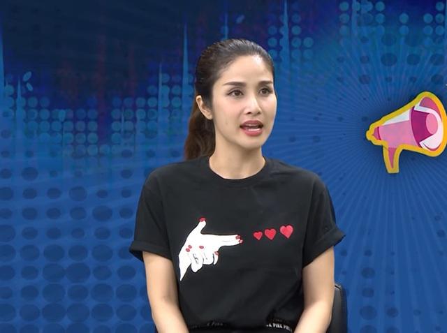 Thảo Trang: 16 tuổi yêu cầu thủ Phan Thanh Bình nhưng quen mấy năm trời mới cho hôn má - Ảnh 1.