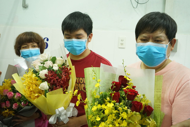 Ông lão người Trung Quốc nhiễm COVID-19 nặng nhất xuất viện: Không thể quên được ơn nghĩa Việt Nam! - Ảnh 6.