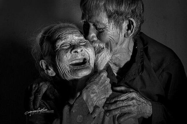 Cặp vợ chồng Hội An: Đến chết vẫn còn yêu - Ảnh 2.