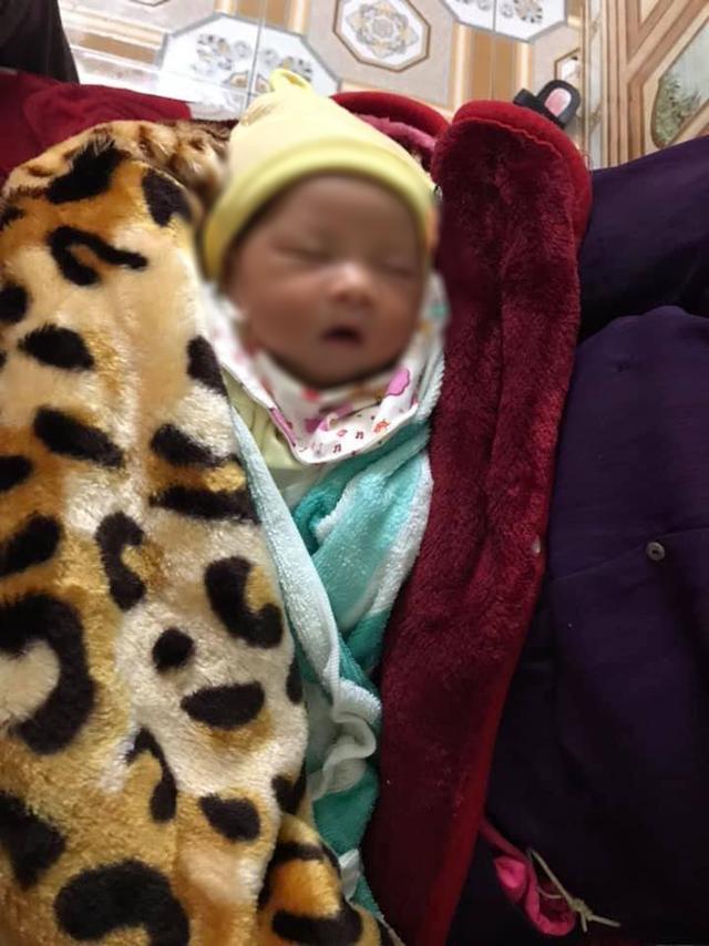 Bé gái sơ sinh bị bỏ rơi cạnh mẩu giấy có nội dung Nuôi dùm cháu đứa trẻ này - Ảnh 3.