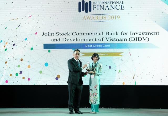 BIDV nhận giải thưởng Thẻ tín dụng tốt nhất Việt Nam năm thứ 4 liên tiếp - Ảnh 1.