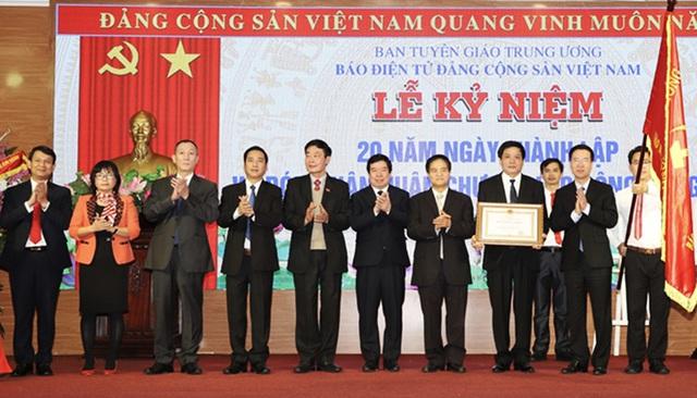 Báo điện tử Đảng Cộng sản Việt Nam kỷ niệm 20 năm thành lập và đón nhận Huân chương Lao động hạng nhì - Ảnh 2.