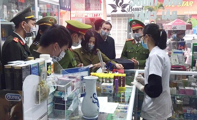 Tự ý tăng giá bán khẩu trang, chủ hiệu thuốc bị phạt hơn 25 triệu đồng - Ảnh 2.