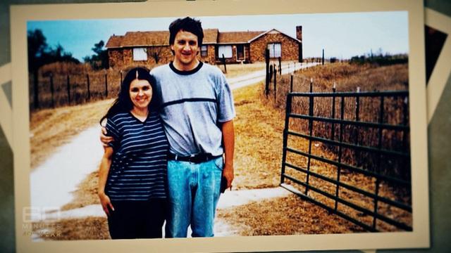Những bức ảnh gia đình hạnh phúc che giấu tội ác của cặp vợ chồng ác quỷ, hành hạ và giam cầm con cái suốt nhiều năm trời - Ảnh 2.