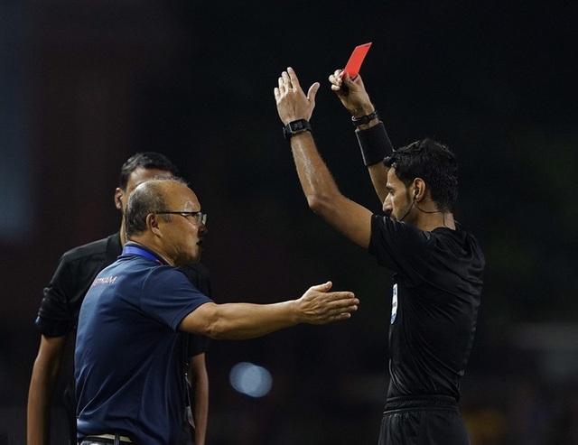 HLV Park trải lòng sau khi chính thức bị phạt vì thẻ đỏ - Ảnh 2.