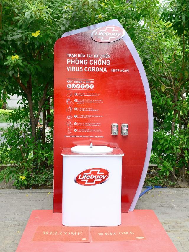 Lifebuoy lắp đặt hàng loạt trạm rửa tay dã chiến miễn phí, cùng người dân phòng chống corona - Ảnh 3.