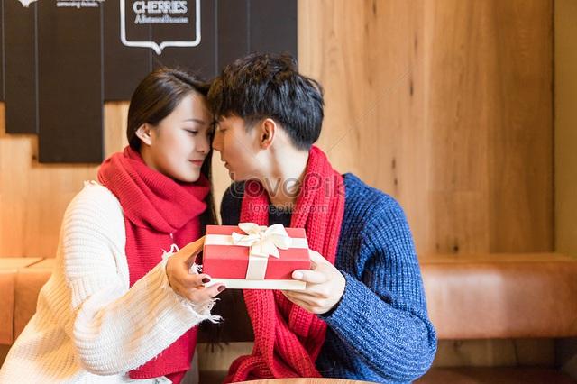 Valentine nếu chỉ tặng quà thì tình yêu nghèo nàn quá! - Ảnh 1.
