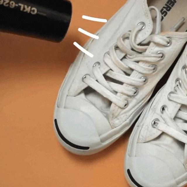 Giày trắng lấm lem bùn đất vì trời mưa ẩm, hãy ngâm chúng vào thứ nước này để trắng tinh như mới - Ảnh 10.