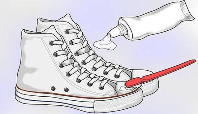 Giày trắng lấm lem bùn đất vì trời mưa ẩm, hãy ngâm chúng vào thứ nước này để trắng tinh như mới - Ảnh 12.