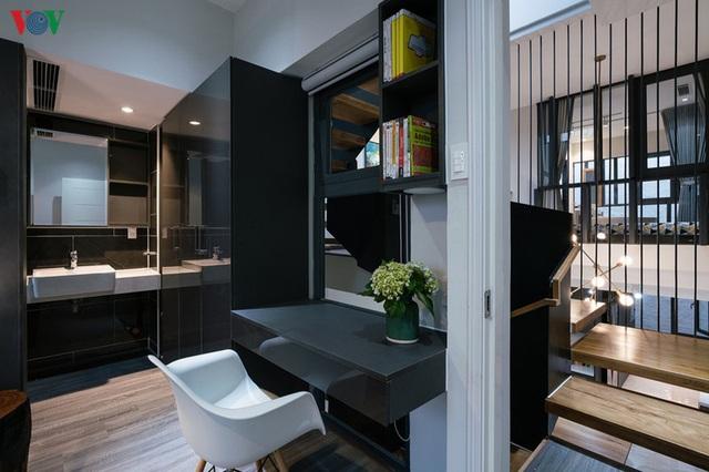 Ngôi nhà cá tính với tông màu xám, có bồn rửa và bồn tắm được đặt ngay trong phòng ngủ như đồ trang trí - Ảnh 12.