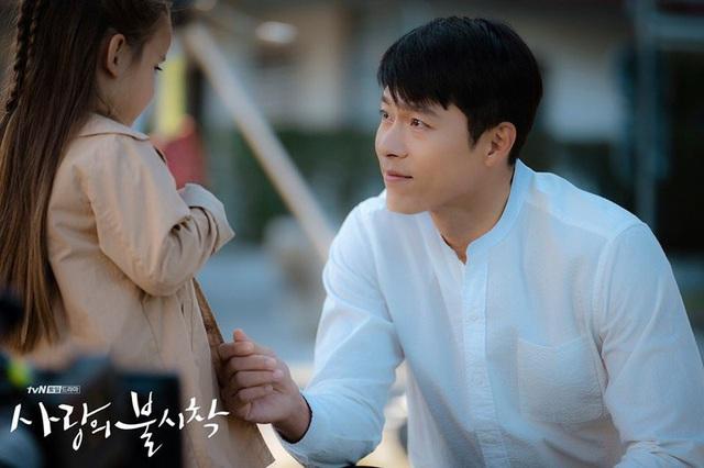 Tủ đồ hiệu của anh quân nhân Hyun Bin trong phim Hạ cánh nơi anh - Ảnh 4.