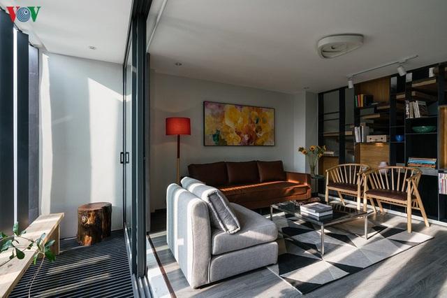 Ngôi nhà cá tính với tông màu xám, có bồn rửa và bồn tắm được đặt ngay trong phòng ngủ như đồ trang trí - Ảnh 4.