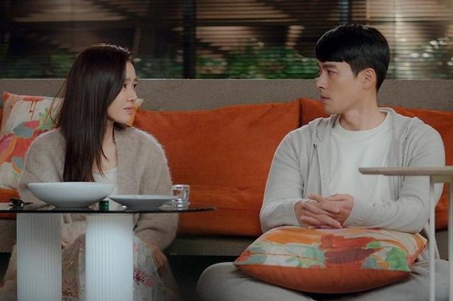 Tủ đồ hiệu của anh quân nhân Hyun Bin trong phim Hạ cánh nơi anh - Ảnh 6.