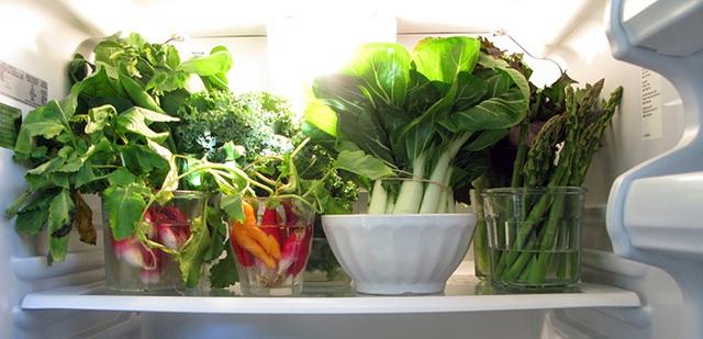 7 sai lầm khi chế biến rau xanh làm thất thoát hết dinh dưỡng nhiều mẹ Việt đang mắc - Ảnh 1.