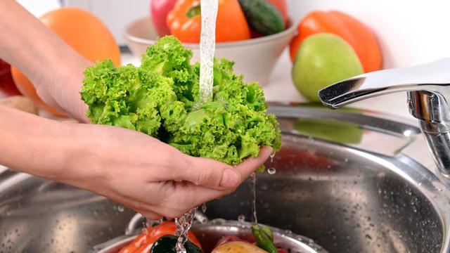 7 sai lầm khi chế biến rau xanh làm thất thoát hết dinh dưỡng nhiều mẹ Việt đang mắc - Ảnh 3.