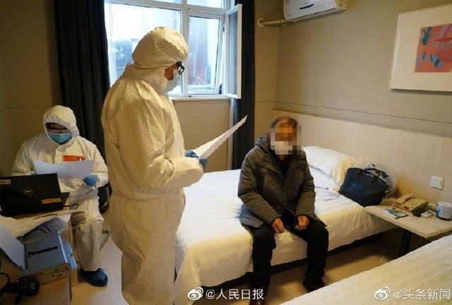 Bệnh nhân Covid-19 vừa ra viện đã vào tù - Ảnh 1.