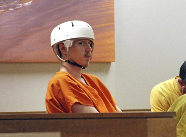 Dùng súng bắn vào đầu để tự tử, chàng trai trẻ không ngờ viên đạn xuyên qua hộp sọ mình rồi bay thẳng vào ngực và giết chết bạn gái - Ảnh 5.