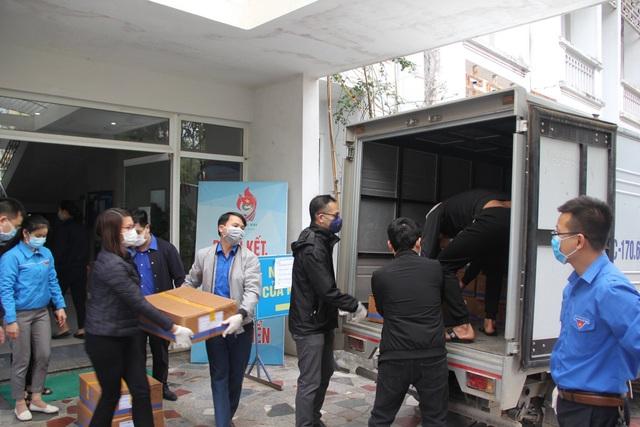 Các nhu yếu phẩm miễn phí được chuyển tới nhân dân Bình Xuyên (Vĩnh Phúc) phòng, chống dịch bệnh Covid -19 - Ảnh 4.