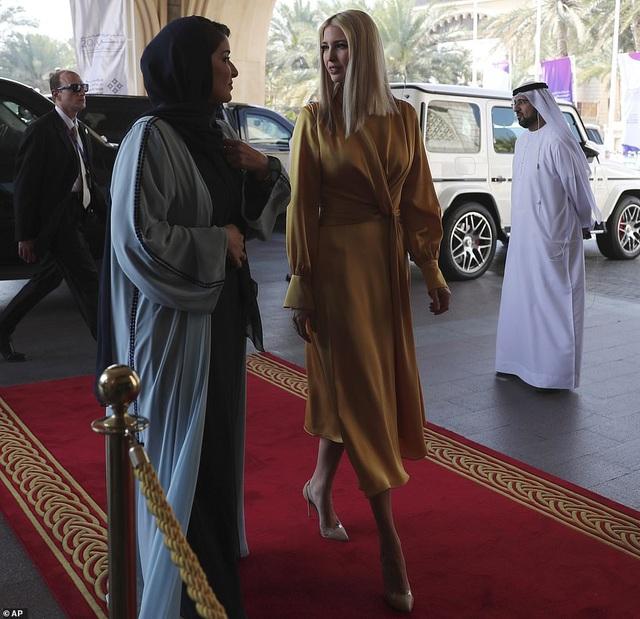 Hình ảnh Ivanka Trump ở Ả Rập Xê-út khiến ai cũng mê mẩn vì thần thái quá đẹp - Ảnh 1.
