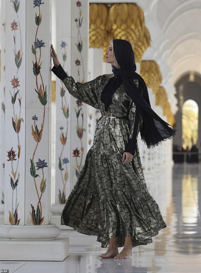 Hình ảnh Ivanka Trump ở Ả Rập Xê-út khiến ai cũng mê mẩn vì thần thái quá đẹp - Ảnh 2.