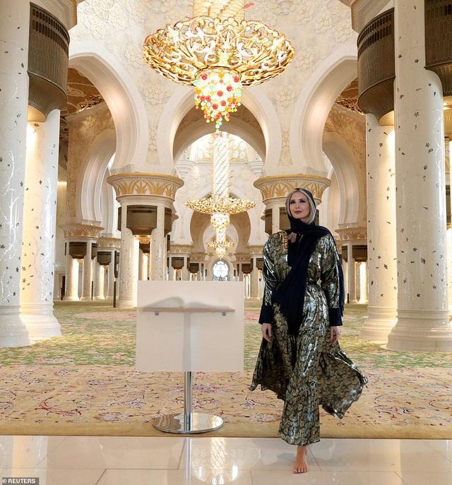 Hình ảnh Ivanka Trump ở Ả Rập Xê-út khiến ai cũng mê mẩn vì thần thái quá đẹp - Ảnh 3.